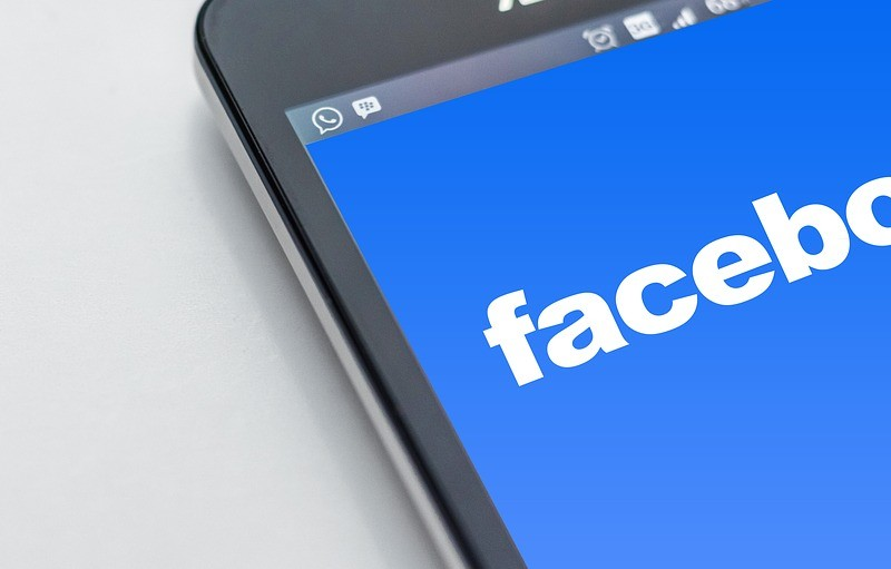 Facebook, multada con 1,2 millones por protección de datos